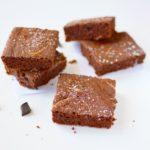 Leichte Brownies mit Mandelmus-Swirl