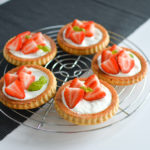 Fluffige Erdbeer-Tartelettes mit vanilliger Skyr-Creme